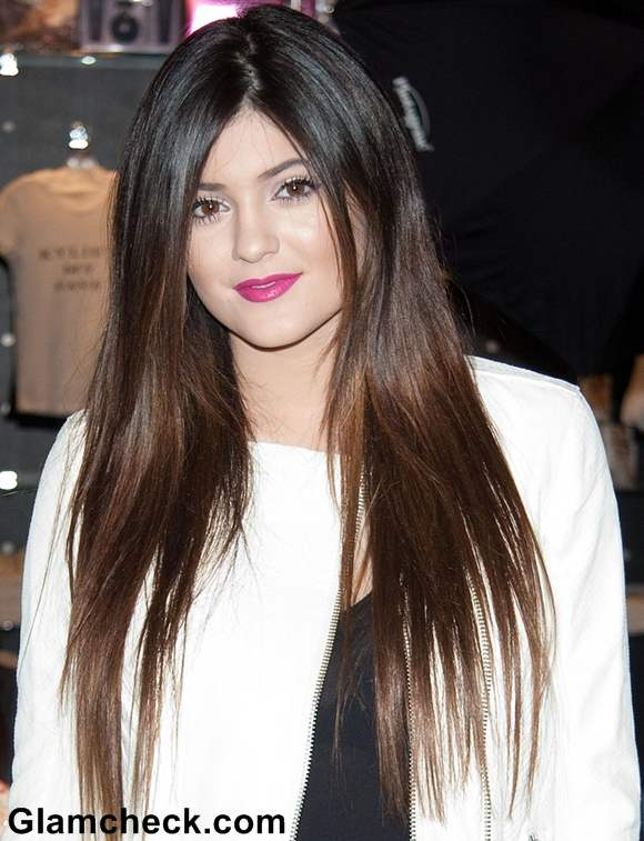 Kylie Jenner Sports Straight Hair At Kardashian Khaos Visit