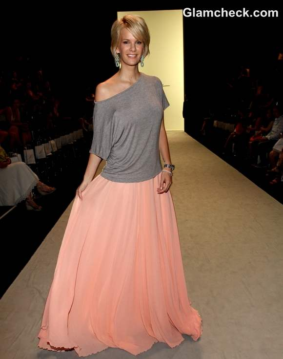 Style Check Inspiration Feminine meets casual  Fluid skirt with off shoulder top