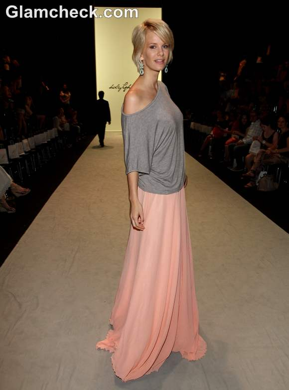 fashion Inspiration wearing Fluid skirt with off shoulder top casual look