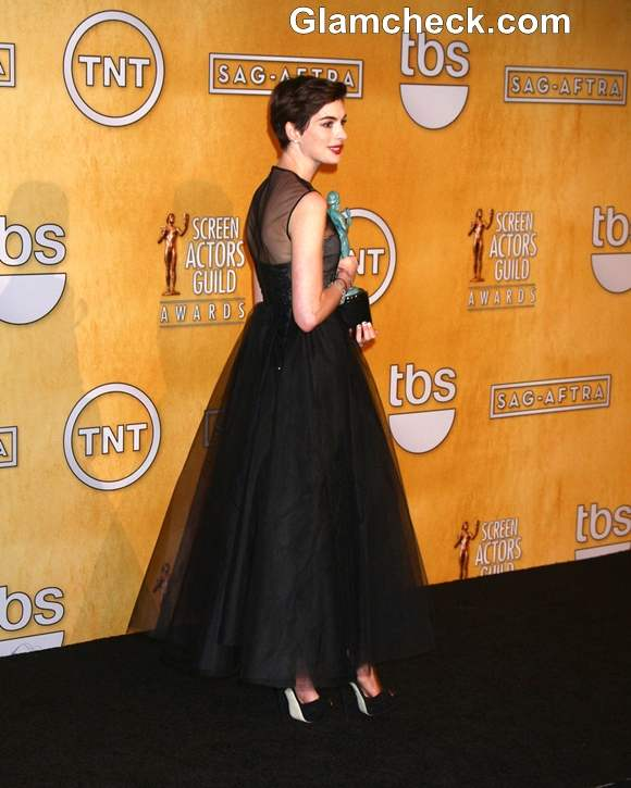 Anne Hathaway in Black Gown at 2013 SAG Awards