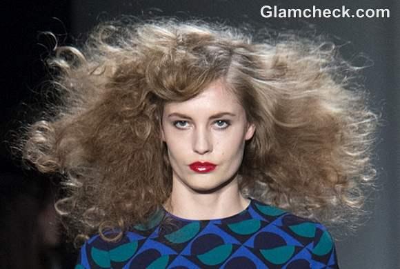 Fall-Winter 2013 Hair Makeup - Voluminous Curls Red Lips trend Marc Jacobs