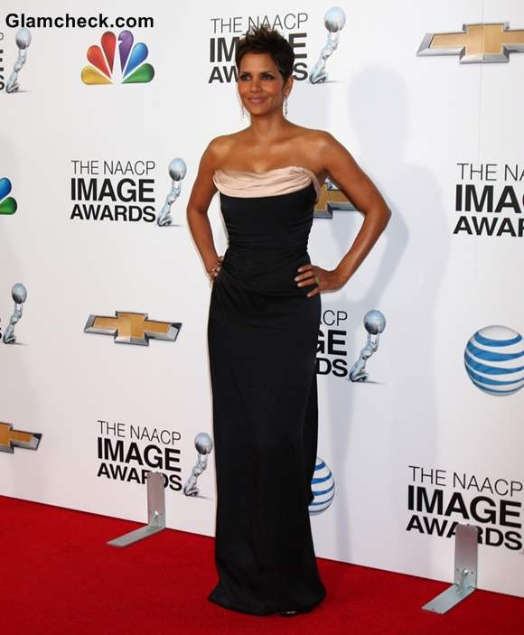 Halle Berry Elegant in Black Corset Gown at 2013 NAACP Image Awards