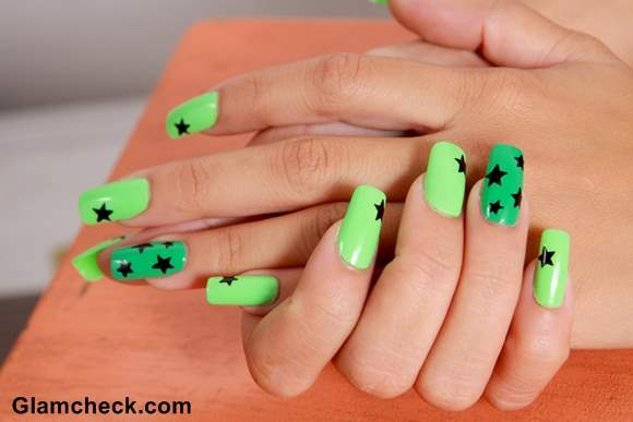 Manicure Green Nails