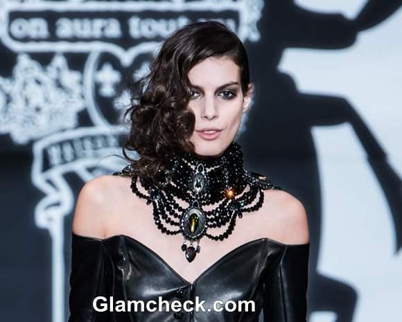 On Aura Tout Vu Spring 2013 Hairstle makeup Couture at Paris Fashion Week