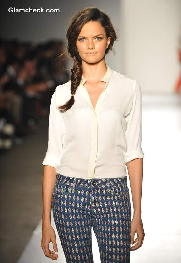 Summer fashion Wearing white shirt with printed pants