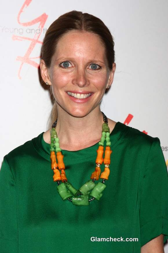 Lauralee Bell Oozes Tasteful Elegance In Brown Amp Green