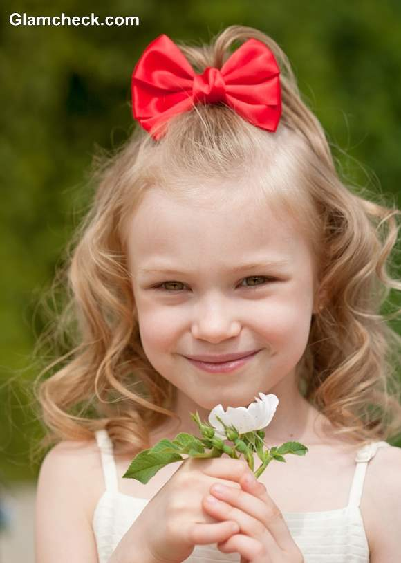 Little girls hairstyle with bow accessories