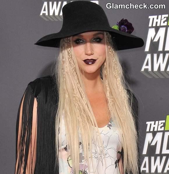 Bohemian Goth look Kesha 2013 MTV Music Awards