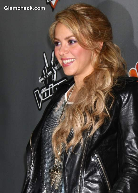 Shakira hairstyle makeup 2013 The Voice Top 12 Event