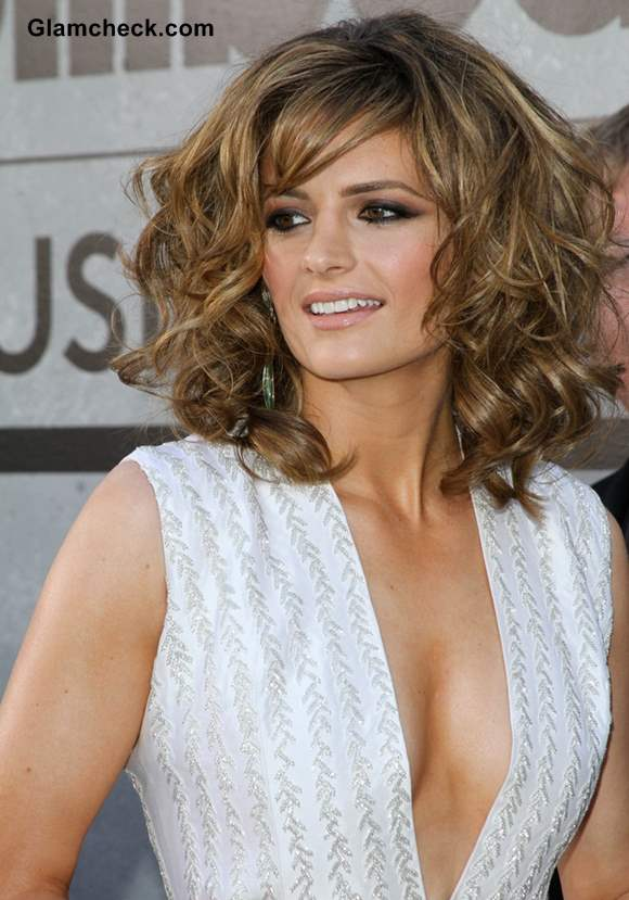 Stana Katic Curly hairdo at 2013 Billboard Music Awards