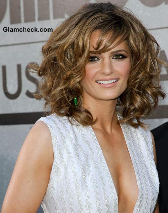Stana Katic Sports Curly Do at 2013 Billboard Music Awards