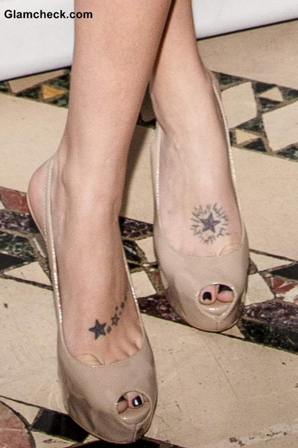 Tara Conner feet tattoo