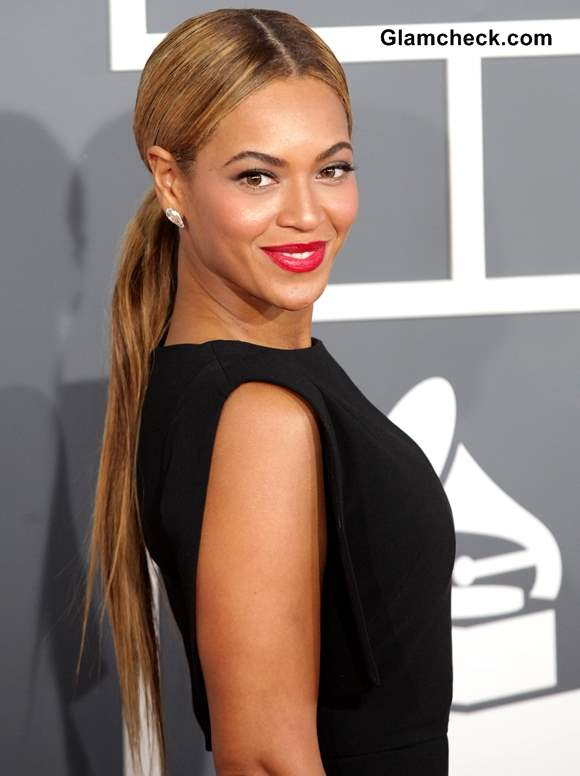 Beyonce Sports Classy Ponytail With Monochrome Outfit