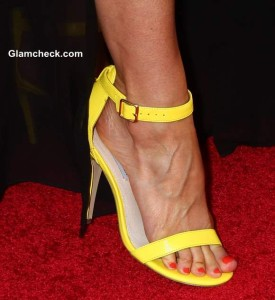 Fashion Dont's – Wearing Poorly Fitting Strappy Heels