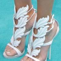 Khloe Kardashian in Sexy White Heels 2013