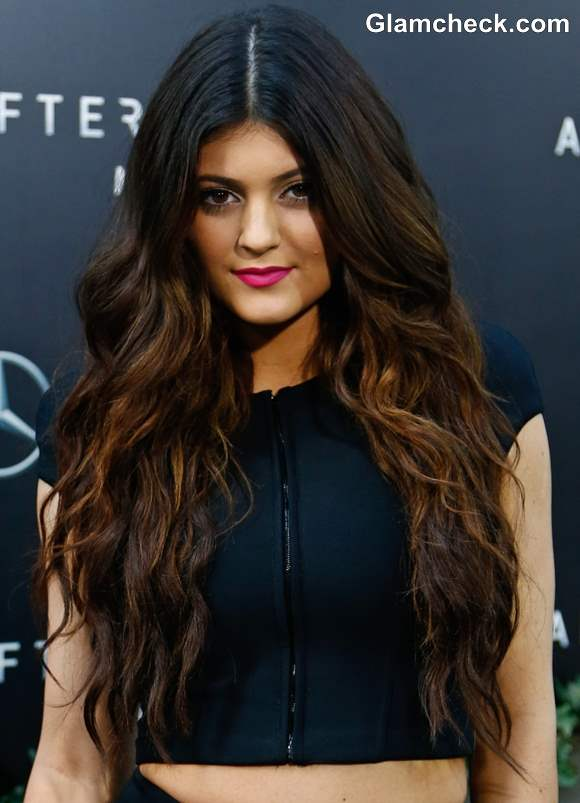 Kylie Jenner Sports Sultry Two-toned Curls
