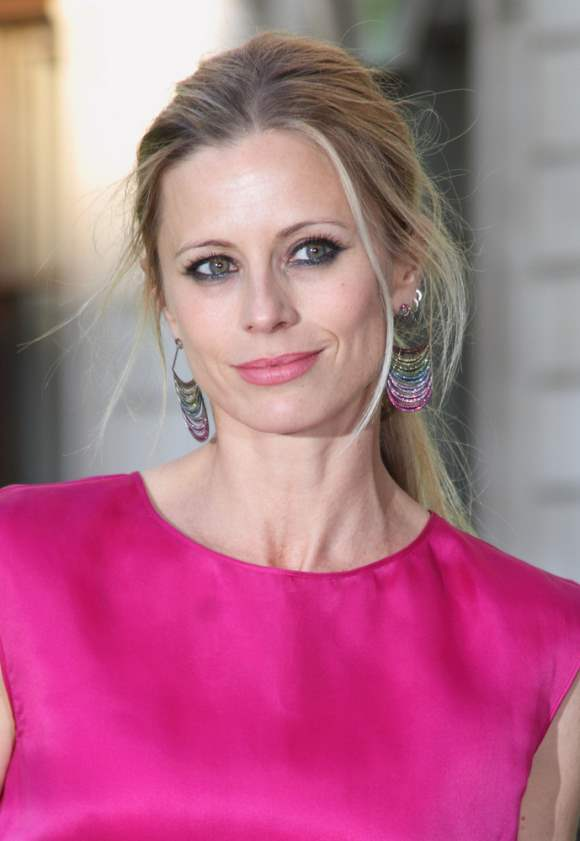 Simple Exhibition Stands : Laura bailey stands out in fuchsia gown at art exhibition
