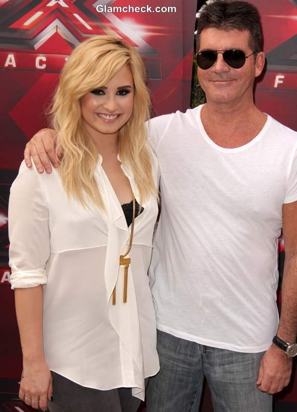 dark amp light demi lovato�s blonde hair competes with