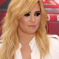 Demi Lovato 2013 smokey eyes blonde hair