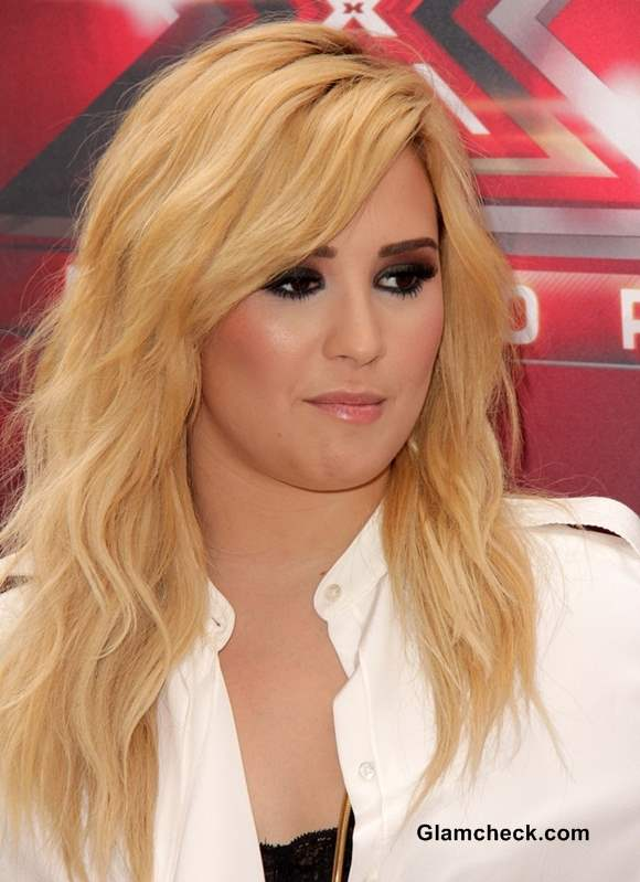 Dark Amp Light Demi Lovato S Blonde Hair Competes With