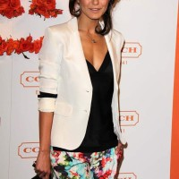 Fusion of the Trends Monochrome with Florals Emmanuelle Chriqui