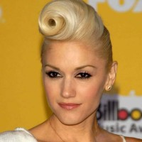 Gwen Stefani in 40s Pin Up Pompadour Roll Hairstyle