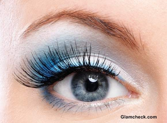 How To Apply Dual-Toned Eye Shadow White Blue