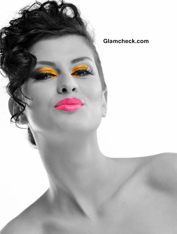 How to Sport Neon Pink Lips Trend