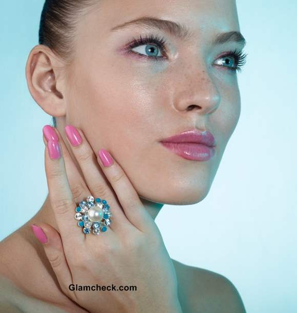 How to wear pink nail polish