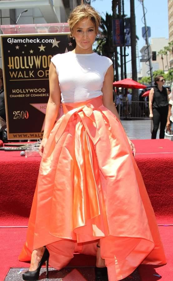 Jennifer Lopez in Dior skirt 2013