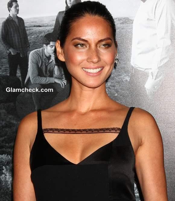 Neckline for women with narrow shoulders