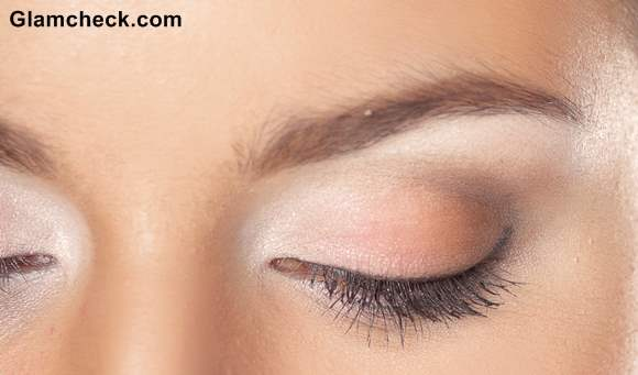Contoure Eyes with White Eye shadow