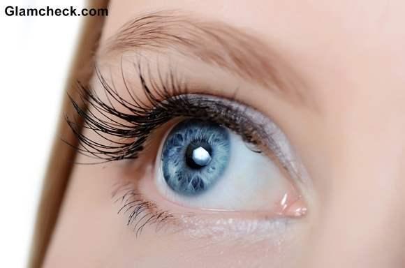 Highlighting Inner Corner of Eyes with White Shadow