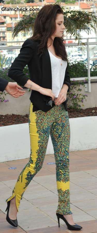 How to Wear Floral Prints Pants with Black and White Monochrome