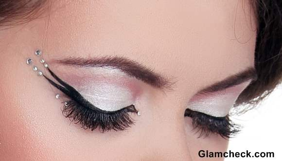 How to apply Double Winged Eyeliner