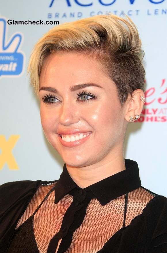 Sensational Cyrus Shows Side Swept Pixie Hairstyle At 2013 Teen Choice Awards Short Hairstyles Gunalazisus
