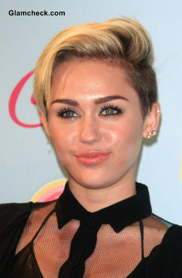 Miley Cyrus Side Swept Pixie Hairstyle at 2013 Teen Choice Awards