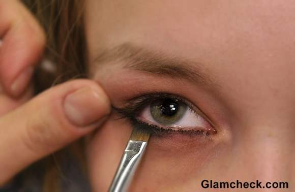 Smudging Lower Lash Eyeliner with brush
