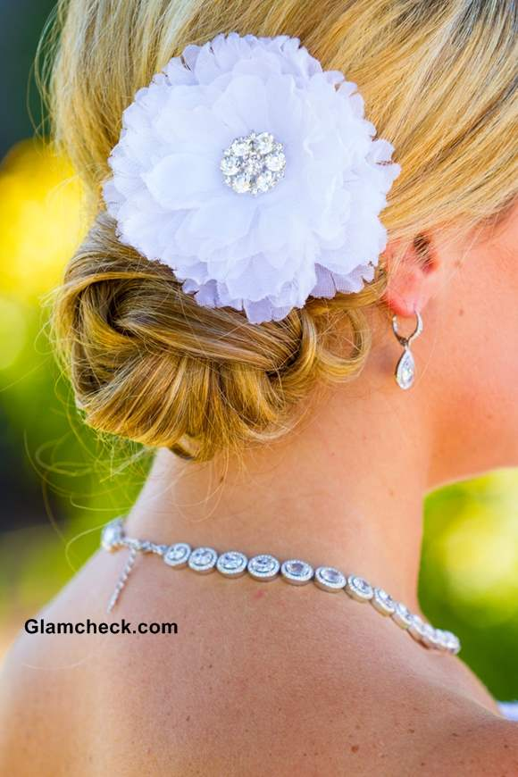 Hairstyle for Wedding – Pairing Floral Accessories with Chignon