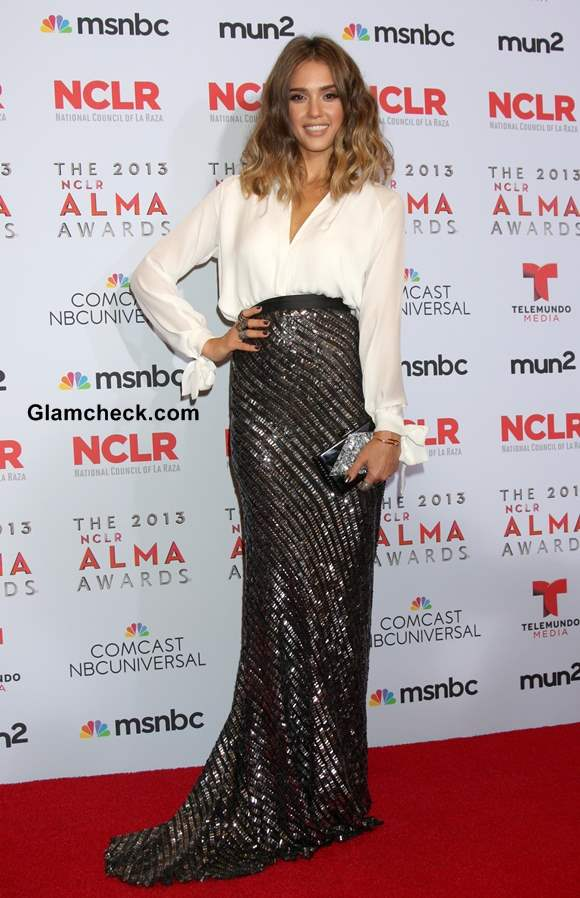 How to wear a Sequinned Skirt with a Plain White Top like Jessica Alba