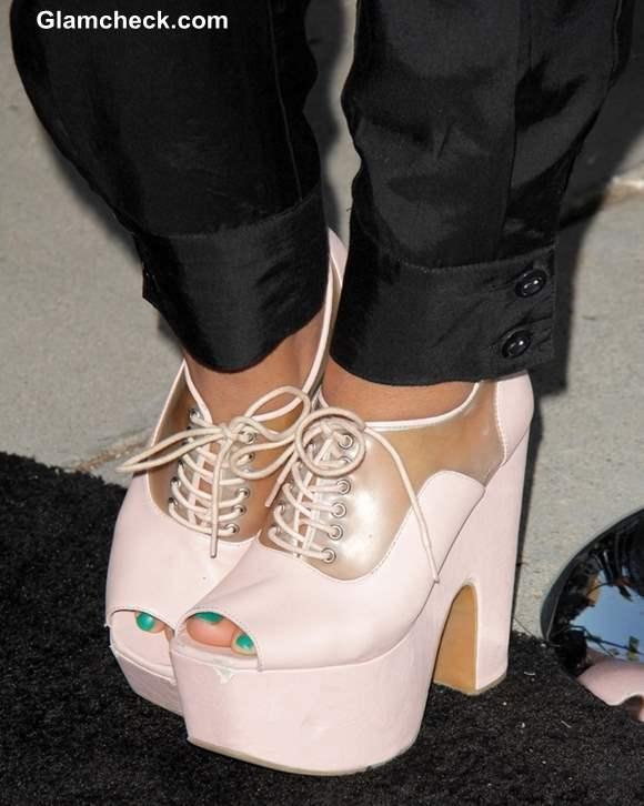 """a7ffbdd04c4a Zoe Soul in Sporty Platform Heels at """"Prisoners"""" World Premiere"""
