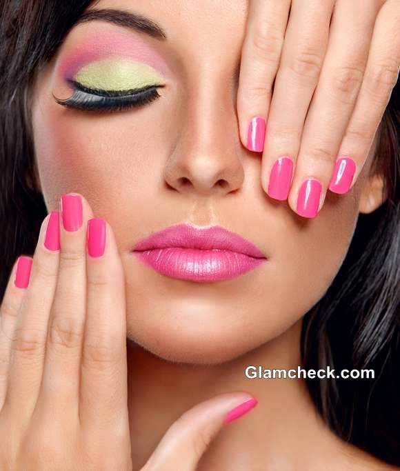 Light Pink and Mint Green Color Blocking Eye Makeup
