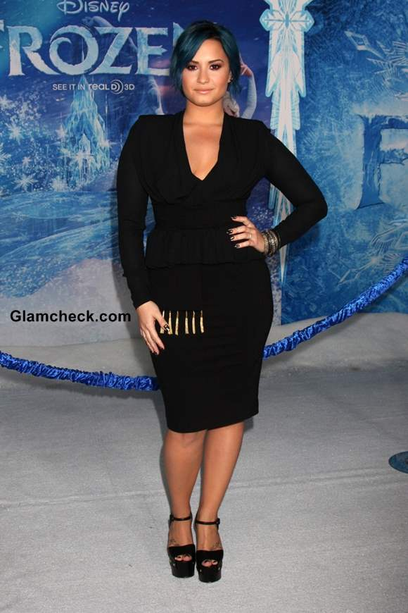 demi lovatos black and blue themed look at �frozen world