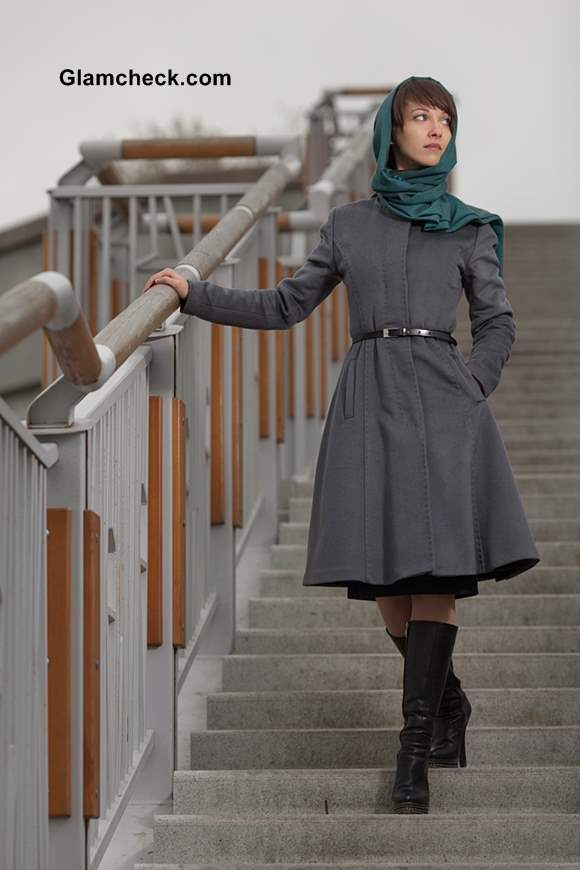 How to Dress Up Trench Coats with Scarves