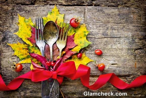 How to Set Table for Thanksgiving with Maple Leaves
