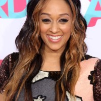Tia Mowry-Hardrict Sports Dual Toned Curls