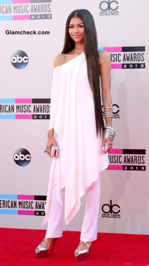 Zendaya Coleman S Super Long Locks At Amas 2013