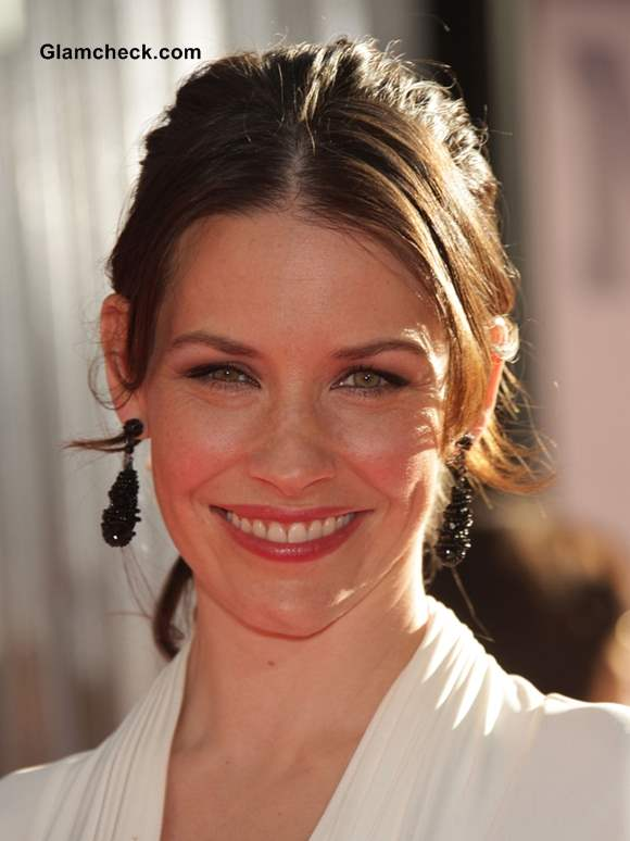 Casual Ponytail Hairstyle at a Formal Event - Evangeline Lilly Shows How