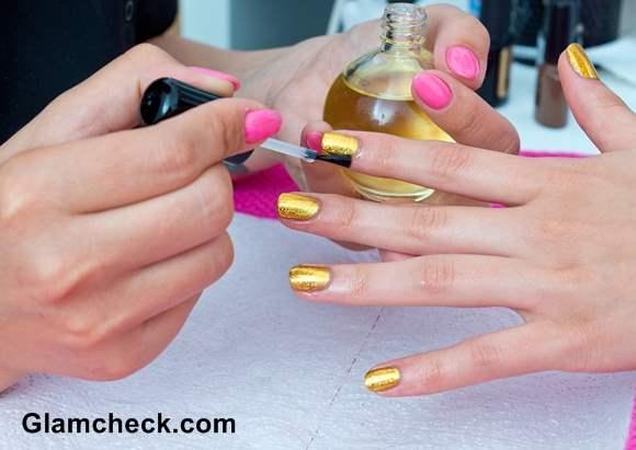 Shimmery Golden Nails DIY