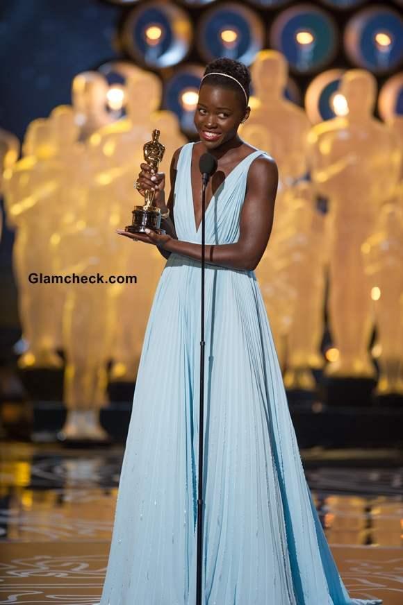 Lupita Nyong at Oscars 2014